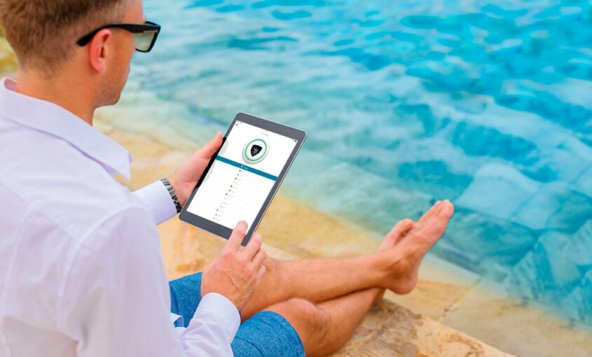 We hope that you are also among the lucky ones enjoying themselves on the beach somewhere in the world working by a pool! | Le VPN